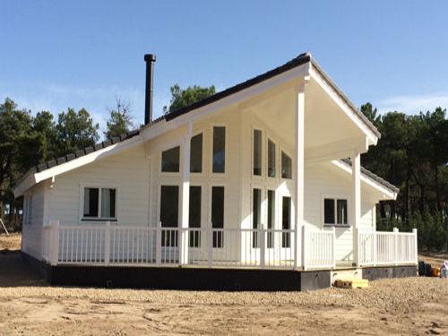 Casas de madera modelo moderna i de 100 m2 38 m2 de terraza for Casas de madera modernas