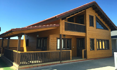 Casas de madera de 125 m2 c/porche cubierto
